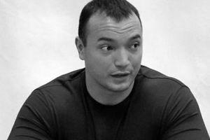Nhà vô địch cử tạ thế giới bỏ mạng bởi võ sĩ MMA