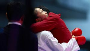 Hồng Anh vỡ òa cảm xúc sau khi thắng võ sĩ chủ nhà kịch tính