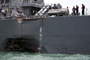 Cận cảnh 'thương tích' tàu chiến Mỹ sau cú đâm của tàu chở dầu