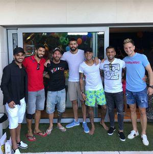 Giữa 'tâm bão', Neymar trở lại Barca, tái ngộ Messi, Suarez