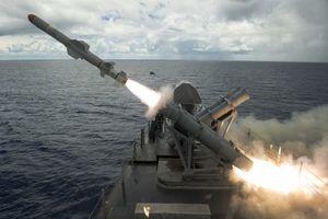 Tàu chiến Mỹ tiêu diệt thành công mục tiêu bằng tên lửa Harpoon