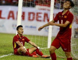 Hồ Tuấn Tài hứng 'gạch đá', bị sửa hồ sơ sau trận đấu vô duyên trước Indonesia