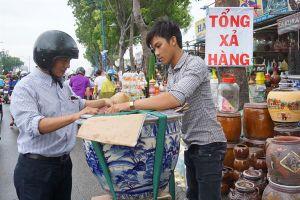 Kiốt quanh sân bay Tân Sơn Nhất xả hàng trước giờ giải tỏa