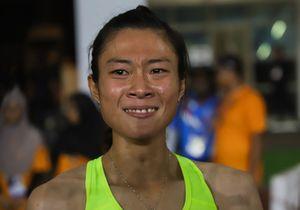 'Nữ hoàng điền kinh' Tú Chinh ngấn lệ khi giành HCV