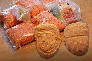 Hàng nghìn viên thuốc lắc hình Trump bị tịch thu ở Đức