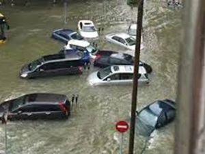 Nhiều người thiệt mạng và mất tích khi bão Hato đổ bộ