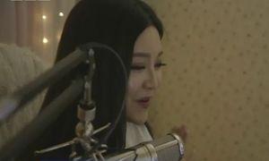 Cô gái kiếm 1.000 USD/ngày chỉ nhờ nói chuyện và hát