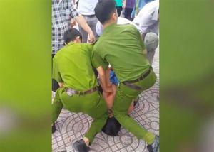 Cảnh sát vây bắt bảo vệ giật dây chuyền ở Sài Gòn