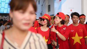 Người hâm mộ bỏ về, thất vọng và muốn HLV Hữu Thắng từ chức