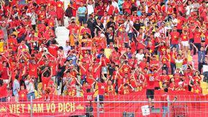 Cổ động viên an ủi các cầu thủ U22 Việt Nam sau thất bại