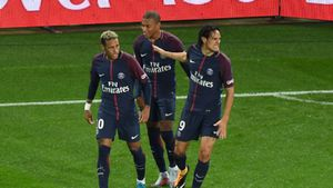 Neymar yêu cầu PSG bán Cavani?
