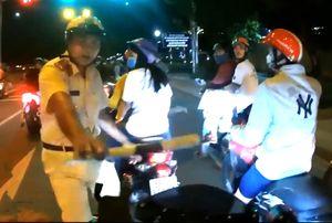 Truy tìm thanh niên phóng môtô hơn 150km/h vượt đèn đỏ ở Sài Gòn