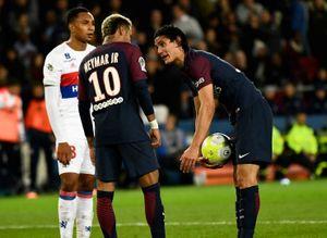 SỐC: Neymar yêu cầu ông chủ đuổi ngay Cavani khỏi PSG