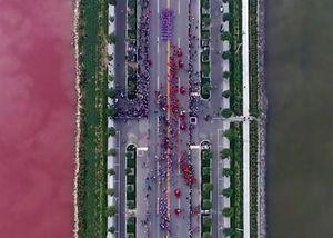 Nước đổi hai màu ở 'Biển Chết của Trung Quốc'
