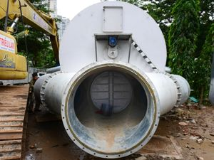 Bí thư Nguyễn Thiện Nhân thị sát siêu máy bơm chống ngập ở Sài Gòn