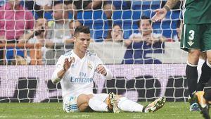 Ronaldo 'trượt vỏ chuối', dứt điểm siêu tệ trong ngày Real thua sốc Betis