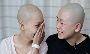 Chuyện lạ hôm nay: Cạo trọc đầu, hi sinh... trên đời còn tình bạn thế này