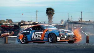 'Nghẹt thở' xem Nissan 370Z độ 700hp drift trong 'nghĩa địa' ô tô