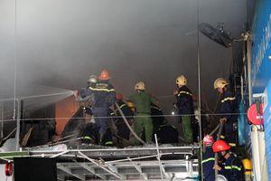 Cháy lớn tại garage ô tô ở Đà Nẵng