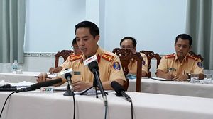 Trưởng phòng CSGT TP.HCM đang trả lời báo chí: 'Chúng tôi thật sự rất tiếc'