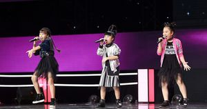 3 cô bé team Hương Tràm khiến sân khấu bùng nổ với liên khúc Rock 'chất phát ngất'