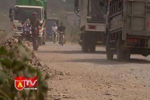 Đường tỉnh lộ bị cày nát do xe tải 'né' trạm thu phí Bắc Thăng Long - Nội Bài