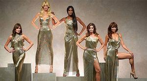 Dàn siêu mẫu huyền thoại tỏa sáng trong buổi trình diễn Versace