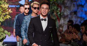 Ngoài ca hát, Đông Hùng còn bất ngờ làm vedette trên sàn diễn thời trang