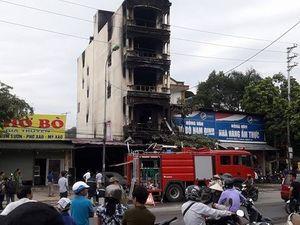Cận cảnh hiện trường vụ cháy làm 2 người chết ở thị trấn Xuân Mai