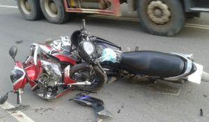 Lâm Đồng: Xe máy tông nhau nát bét, 2 người nguy kịch