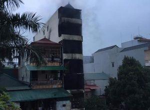 Cháy giữa đêm, CSGT trèo tường báo chủ nhà