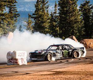 Ken Block cưỡi 'Quỷ' Mustang 1400 mã lực chinh phục đỉnh Pikes Peak