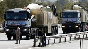 Iran trưng tên lửa dọa Mỹ chứ chưa phóng thử?