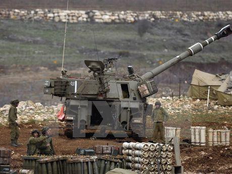 Binh sy Israel bi mot tay sung tan cong tai Cao nguyen Golan - Anh 1