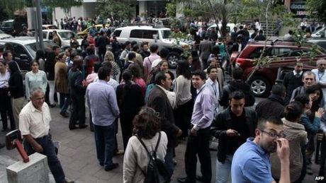 Tran dong dat manh 6,2 do Richter lam rung chuyen Colombia - Anh 1