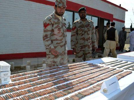 Quan doi Pakistan bat giu nhieu nghi pham tai tru so cua MQM - Anh 1