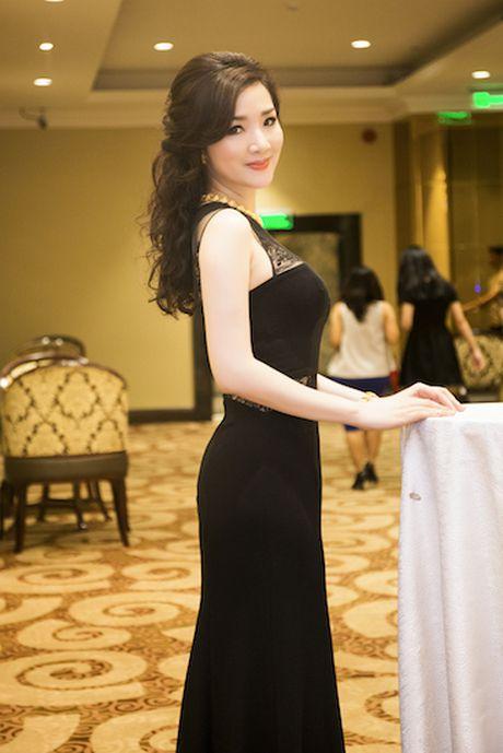 Giang Mi dien dam hang hieu cat xe tao bao khoe ve goi cam - Anh 1