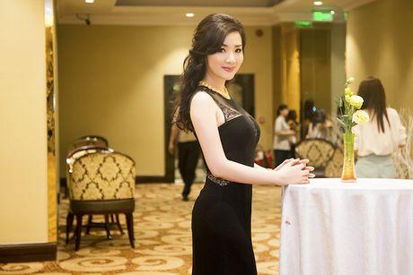 Giang Mi dien dam hang hieu cat xe tao bao khoe ve goi cam - Anh 2