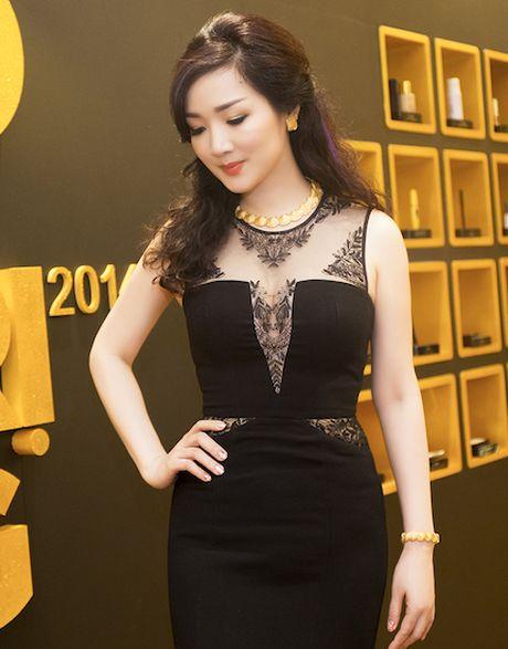 Giang Mi dien dam hang hieu cat xe tao bao khoe ve goi cam - Anh 6