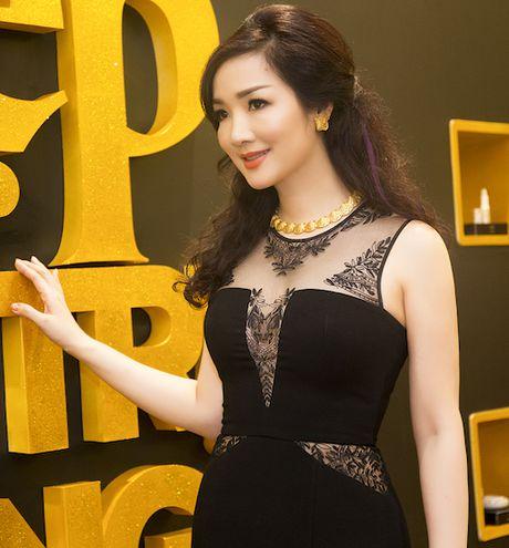 Giang Mi dien dam hang hieu cat xe tao bao khoe ve goi cam - Anh 7