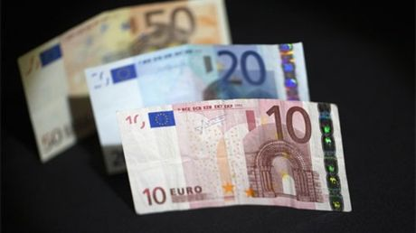 Dong Euro giam xuong muc thap nhat trong vong 12 nam - Anh 1