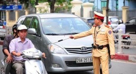 """Tich thu xe tai xe say xin: """"Toi tha dut tien cho canh sat con hon mat xe Lexus"""" - Anh 1"""