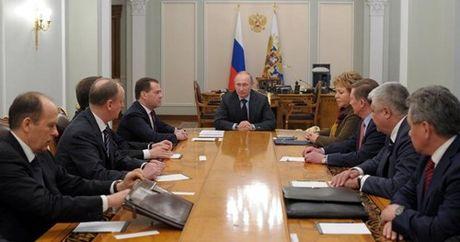 Putin tiet lo tung ha lenh cho dac nhiem cuu cuu Tong thong Ukraine - Anh 4