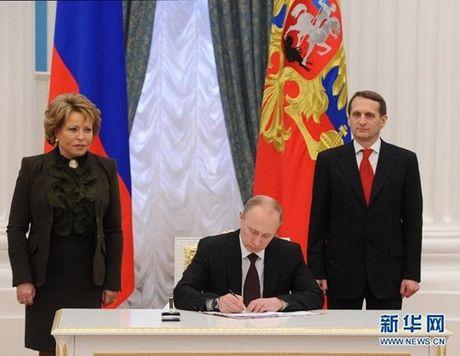 Gia tri bi an cua Crimea: Tang manh nang luc tac chien vu tru cho Nga - Anh 1