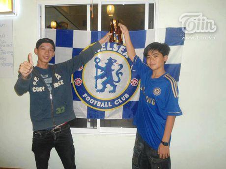 Chang trai Da Nang bat ngo duoc chu tich Chelsea tang qua - Anh 6