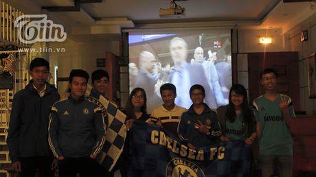 Chang trai Da Nang bat ngo duoc chu tich Chelsea tang qua - Anh 9