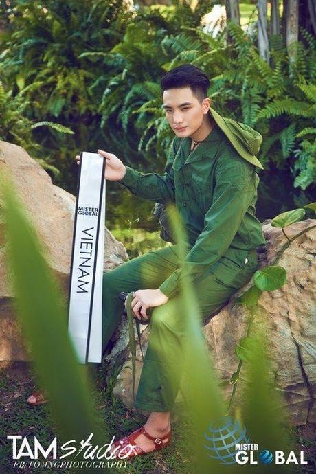 Bo quoc phong phan ung viec mac quan phuc di thi Nam vuong - Anh 3