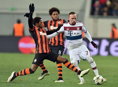 "Bayern - Shakhtar: Khi ""Hum xam"" ve hang - Anh 1"
