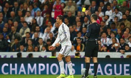 Thua Schalke, Ronaldo tuyen bo cach mat voi bao chi toi cuoi mua - Anh 1