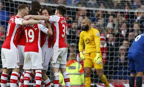 Arsenal toi Singapore du Barclays Asia Trophy 2015 - Anh 1